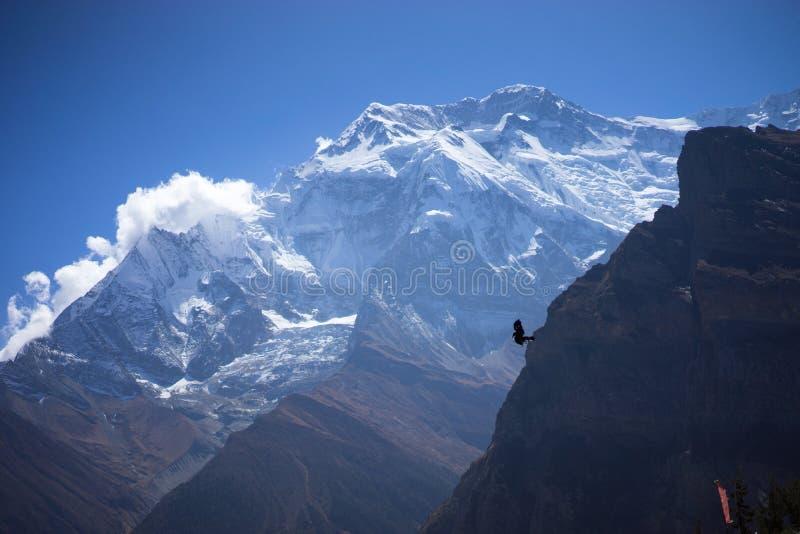 Annapurna maximum och passerande i de Himalaya bergen, Annapurna region, Nepal royaltyfri fotografi