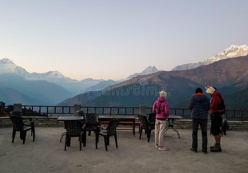 Annapurna Podstawowy obóz wycieczkuje wędrówkę, himalaje, Nepal Listopad, 2018 Ghorepani wioska Panoramiczny widok Dhaulagiri pas zdjęcia royalty free