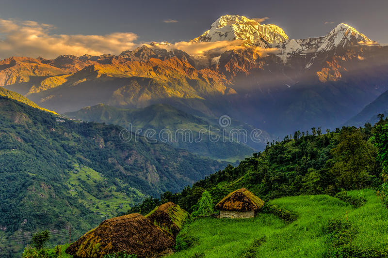 Annapurna södra soluppgång royaltyfri fotografi