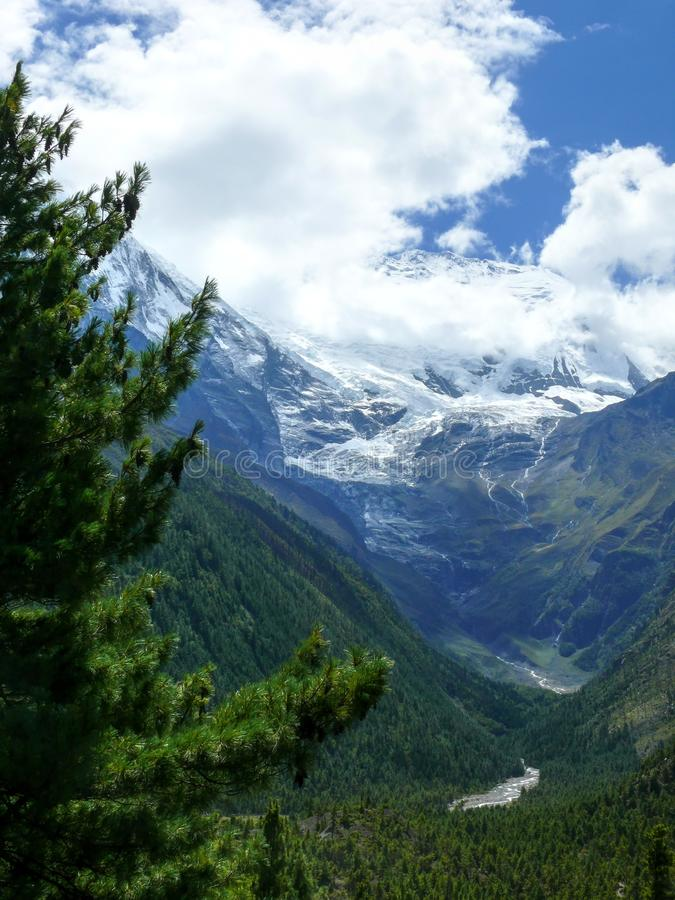 Download Annapurna 2 W Chmurach, Nepal Obraz Stock - Obraz złożonej z rzeka, flaga: 53787515
