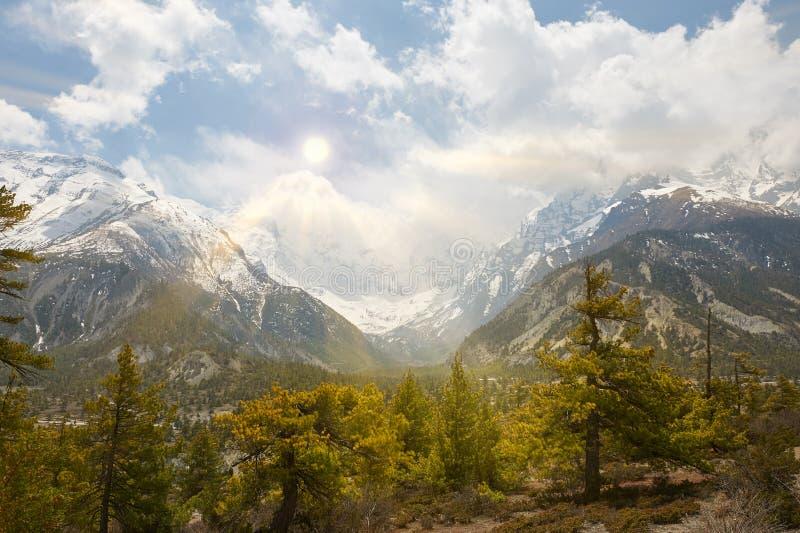 Annapurnabergen in het Himalayagebergte van Nepal stock foto's