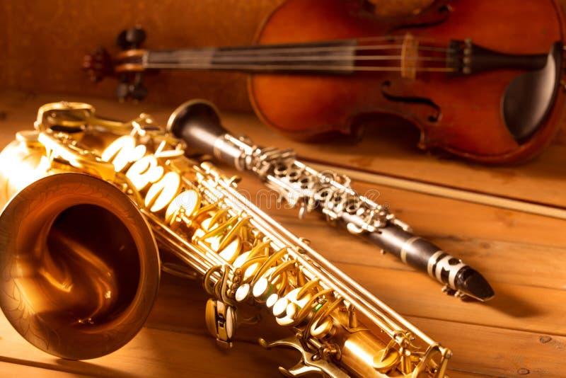 Annata classica del violino e del clarinetto del sassofono tenore del sax di musica immagine stock
