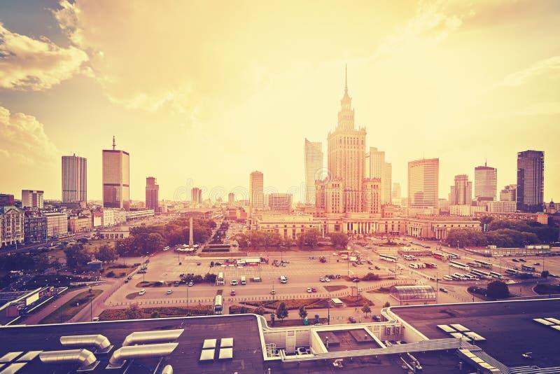Annata Varsavia stilizzata del centro al tramonto immagine stock libera da diritti