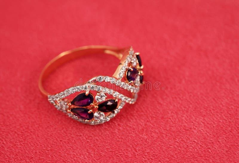 Anneau élégant de bijoux avec l'ametyst photos libres de droits
