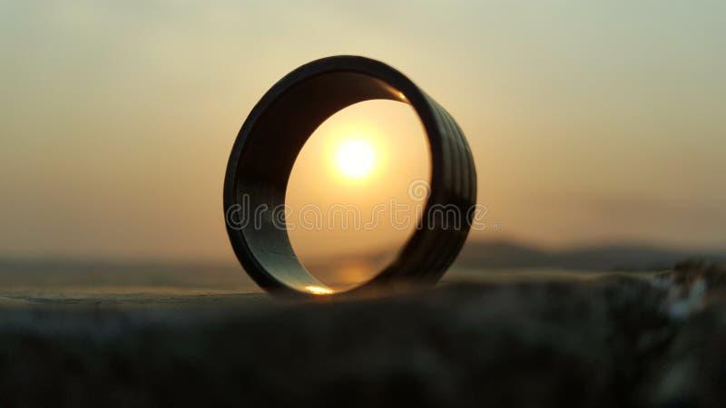 Anneau avec le soleil photographie stock libre de droits