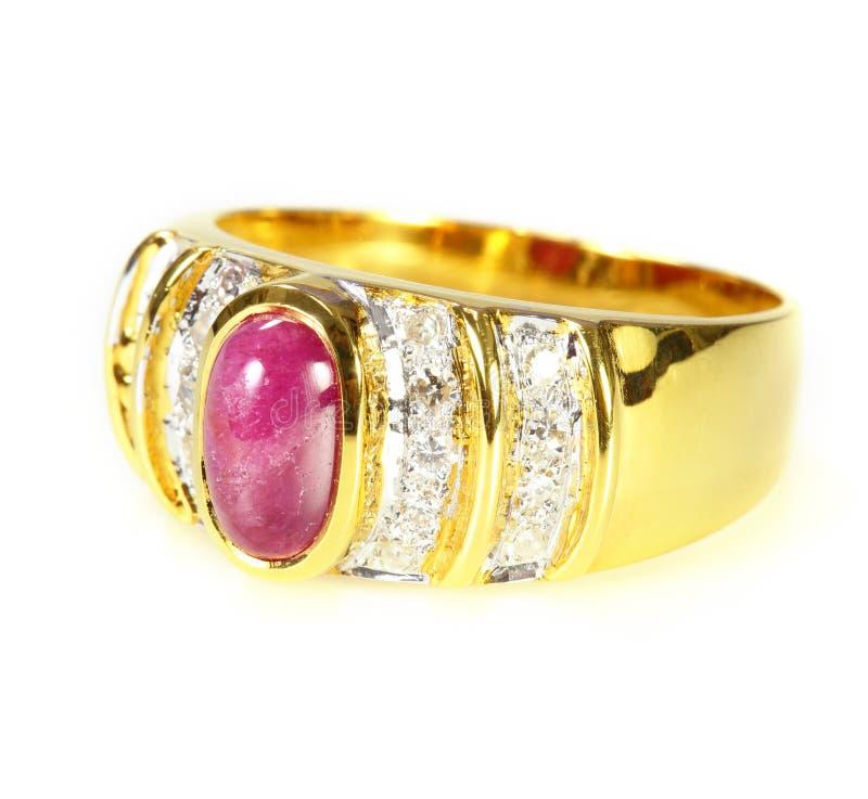 Anneau d'or avec le rubis et le diamant photographie stock libre de droits