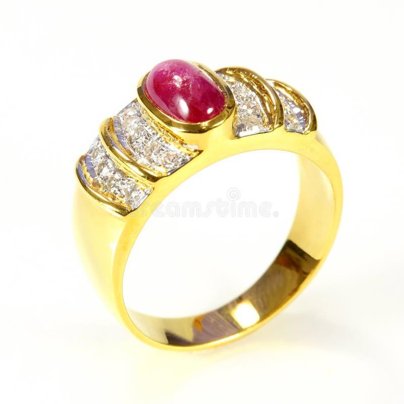 Anneau d'or avec le rubis et le diamant image stock