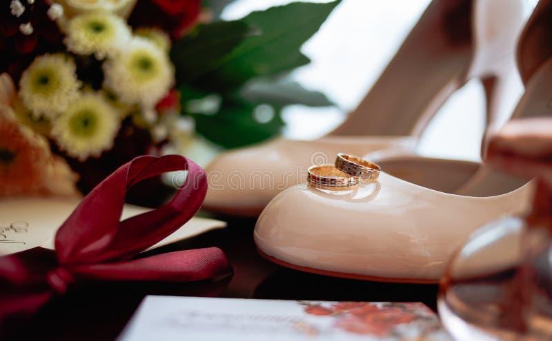 Anneau de jeune mariée de mariage images stock