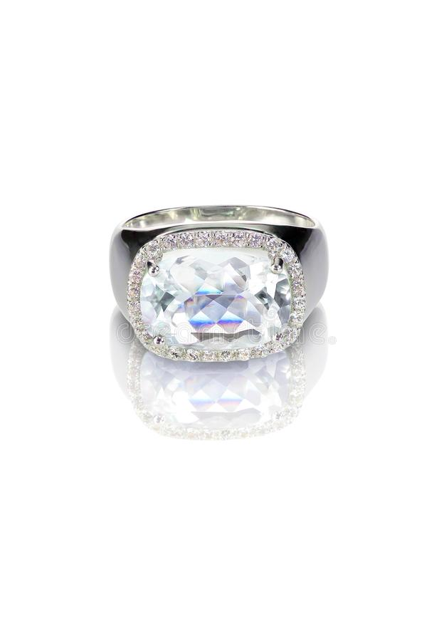 Anneau de mariage de coupe de coussin de fiançailles de solitaire de diamant photo libre de droits