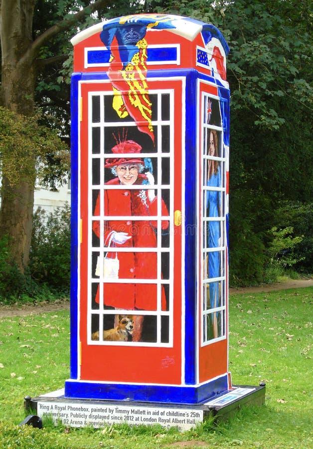 Anneau de ` un ` royal de Phonebox peint par Timmy Mallett dans l'aide du ` s 25ème de Childline images libres de droits