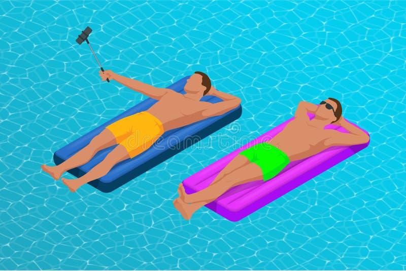 Anneau et matelas gonflables Jeunes hommes sur le matelas d'air dans la grande piscine Vacances d'?t? idylliques appr?cier illustration libre de droits