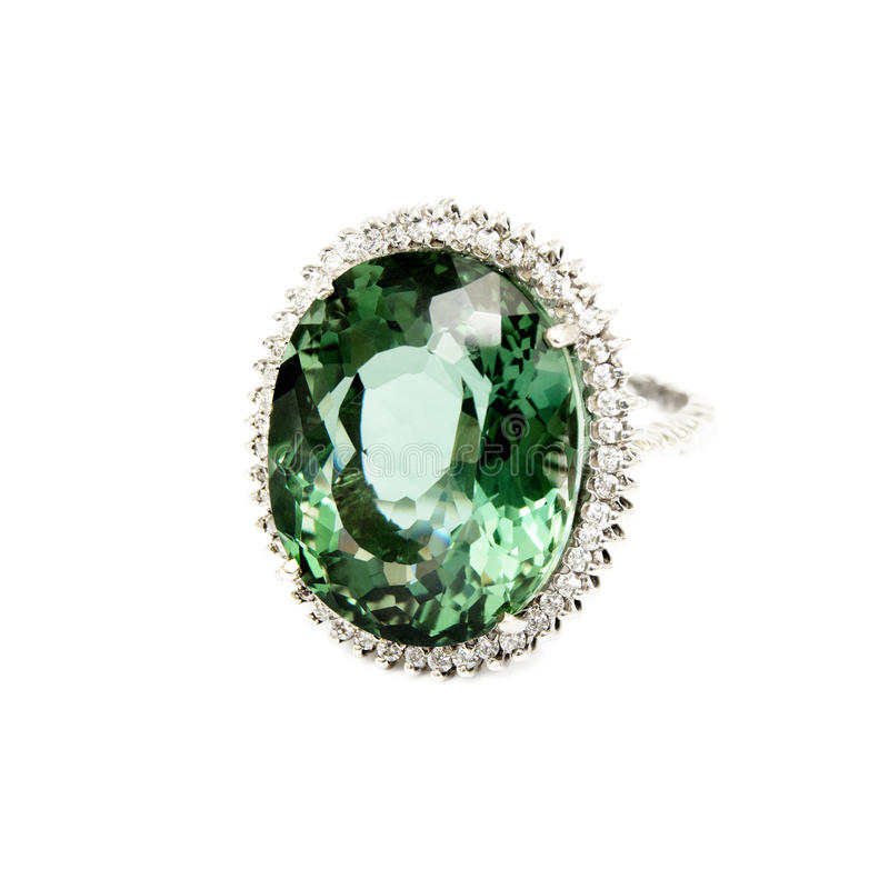 Anneau - pierre gemme semi-précieuse verte avec des diamants photographie stock libre de droits