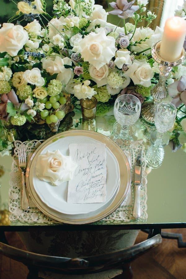 Anneau, proposition de mariage, épousant des fleurs, épousant des accessoires image libre de droits