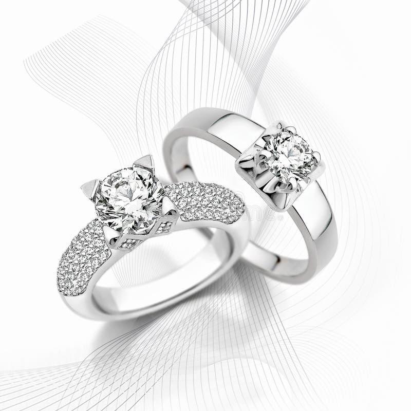 Anneaux d'or avec des diamants photos libres de droits