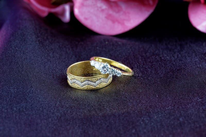 Anneaux d'enggagement de diamant images stock