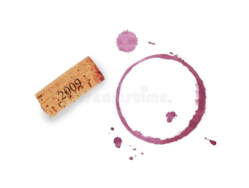 Anneaux de liège et de tache de vin rouge d'isolement sur le blanc image stock