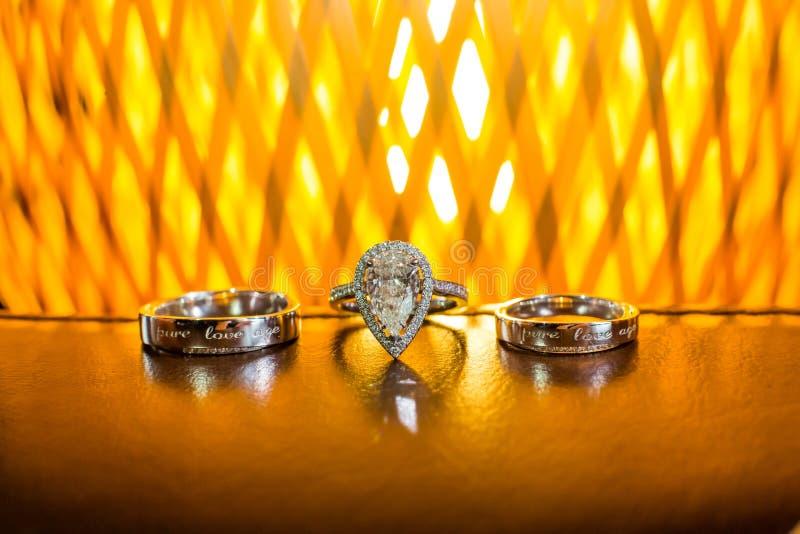 Anneaux de mariage photo libre de droits