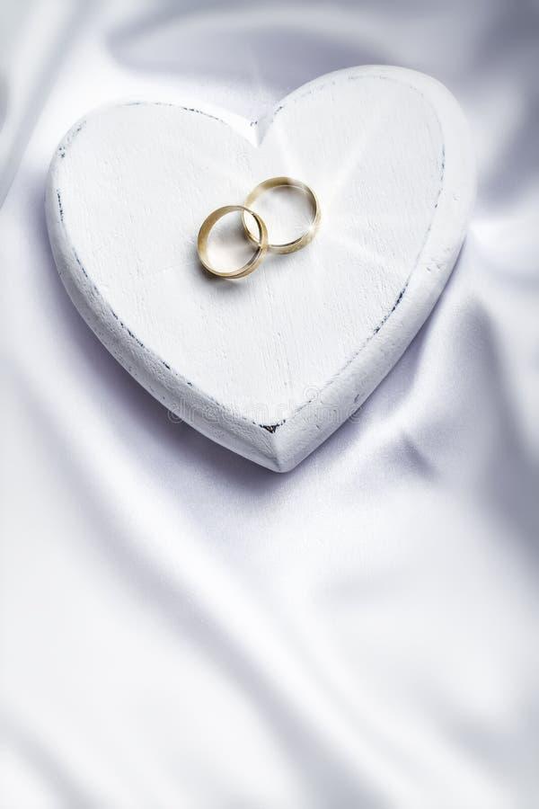 Anneaux de mariage photo stock