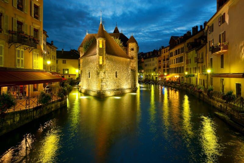 Annecy en la noche imágenes de archivo libres de regalías