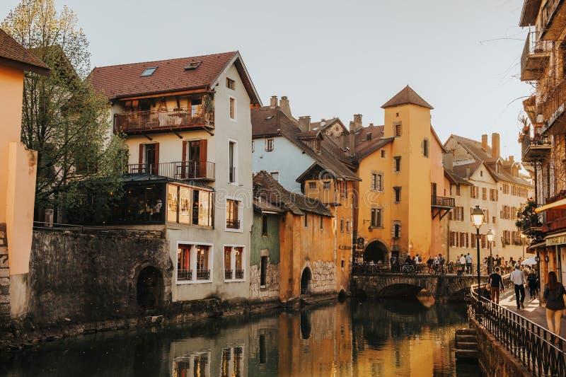 Annecy, Frankrijk - April 8, 2017 Middeleeuwse oude stad van Annecy, Haute Savoie royalty-vrije stock foto's