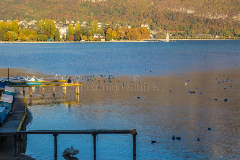 Annecy jezioro w Francja obrazy royalty free