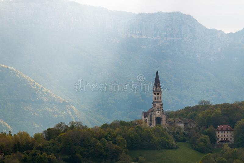 Annecy-Kirchenstrahl des Lichtes stockfotos