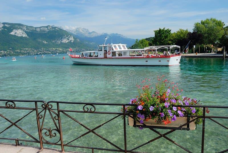 annecy lake royaltyfri bild