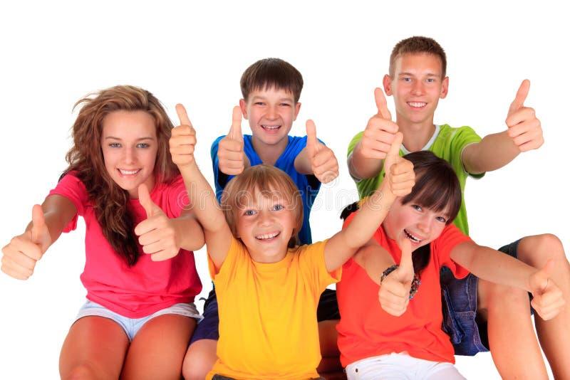 Anni dell'adolescenza e bambini con i pollici su fotografie stock libere da diritti