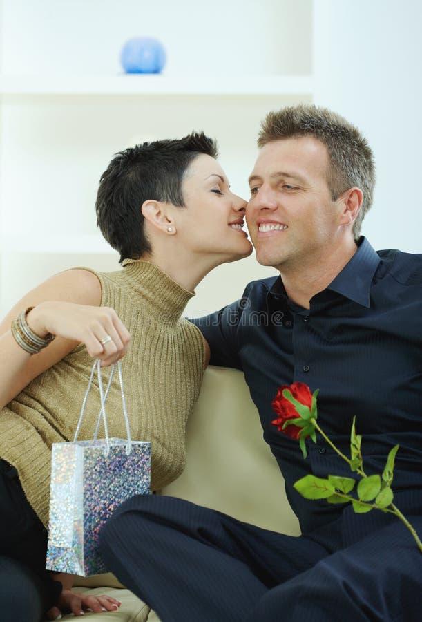 anniversaire célébrant des couples photographie stock libre de droits