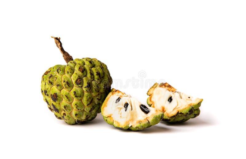 Annonefrucht auf weißem Hintergrund stockfotografie