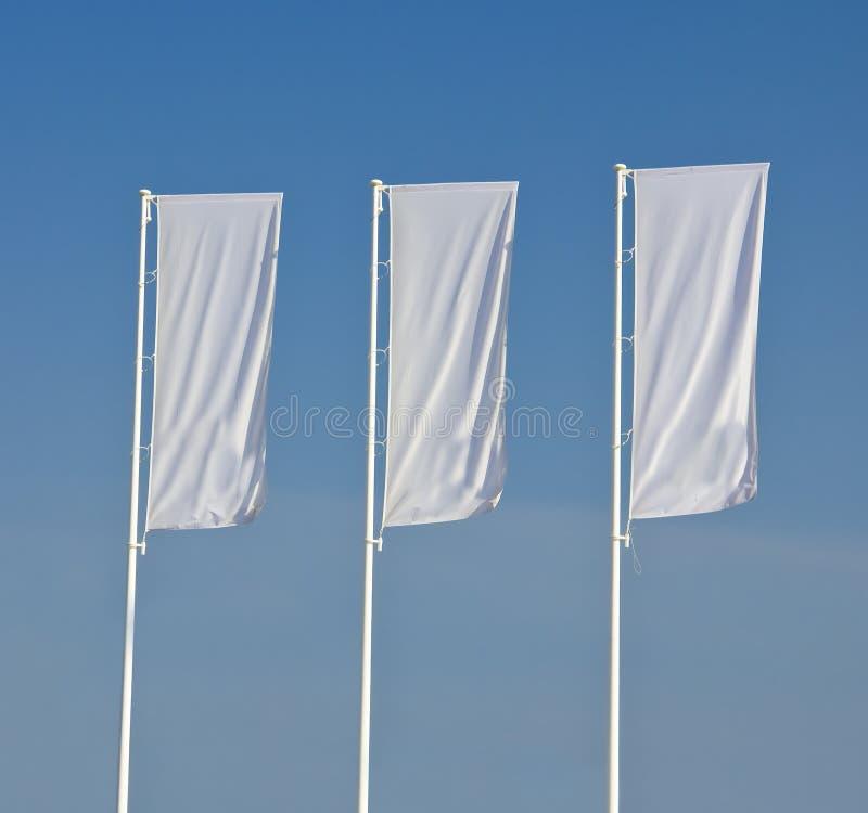 annonsera vita flaggor fotografering för bildbyråer