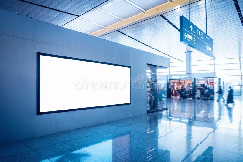 Annonsering av den ljusa asken i terminal arkivbild
