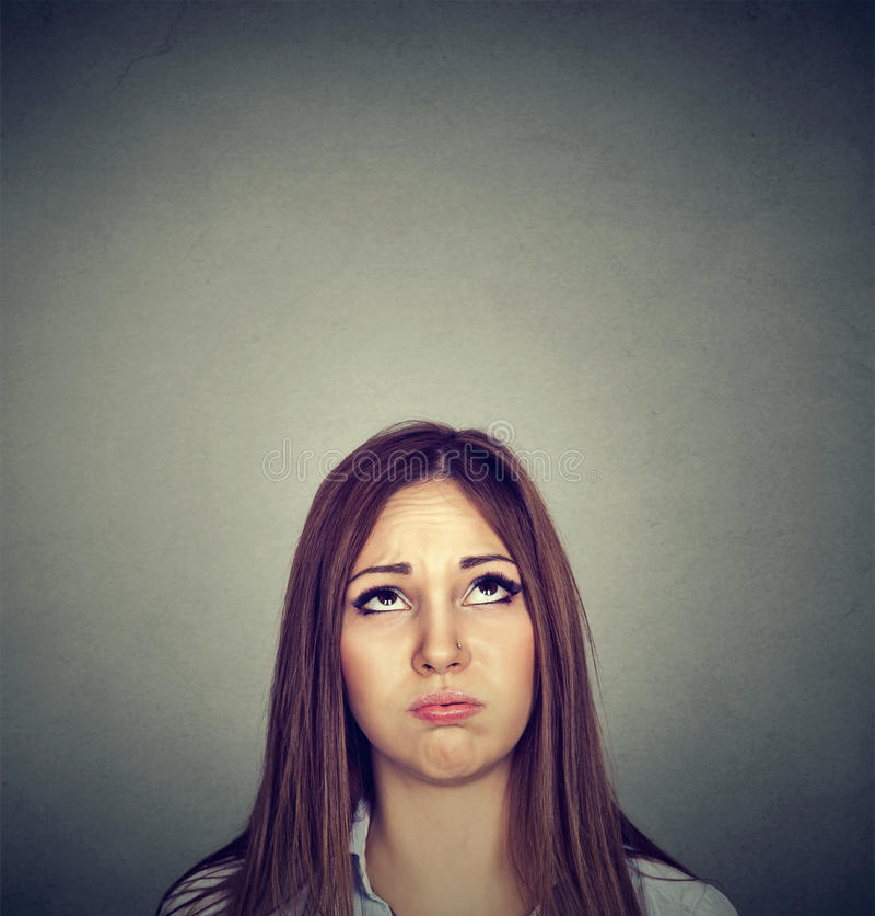 Annoyed使查寻的少妇不耐烦 免版税库存图片