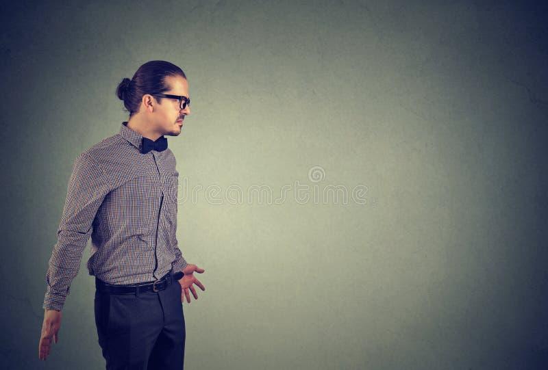 Annoyed frustrierte verärgerten jungen Mann stockfotos