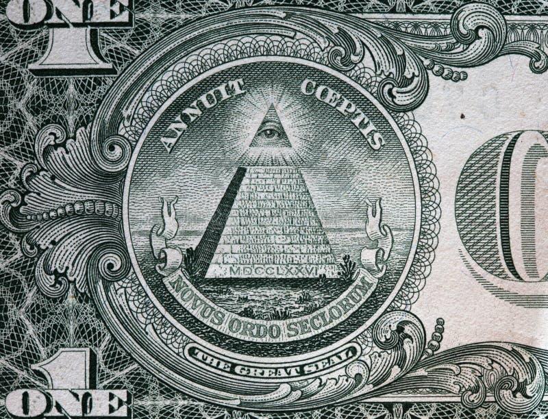 Annuit coeptismotto och ögat av försyn billdollar en royaltyfria foton