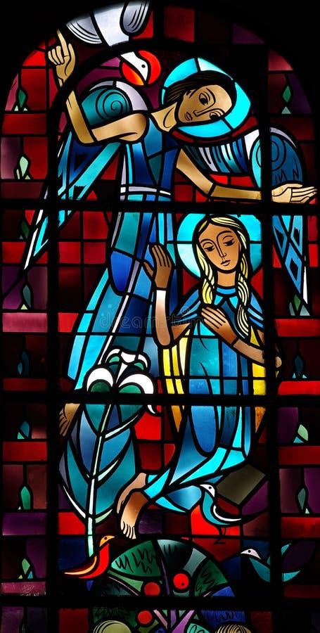 Annunciation στο λεκιασμένο γυαλί στοκ εικόνες