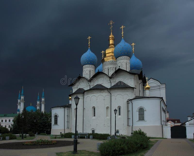 Annunciation katedra Kazan Kremlin przed burzą obraz stock