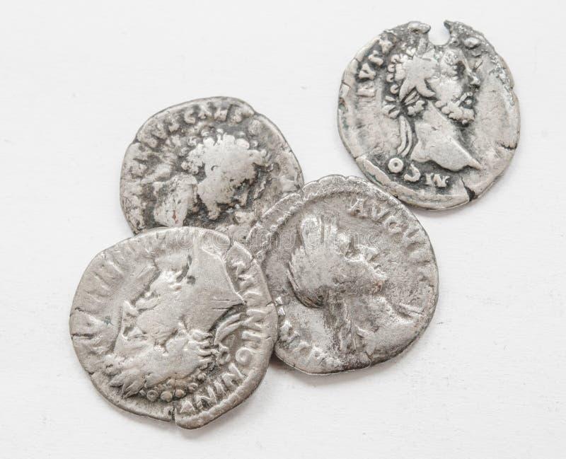 ANNUNCIO romano d'argento di secolo delle monete 4-5, lavoro approssimativo, piccoli imperatori dei ritratti immagine stock libera da diritti