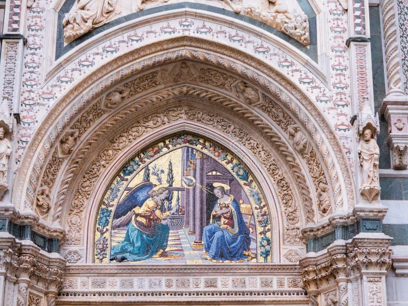 Annunication na porta de Mandorla na catedral de Florença, Itália fotos de stock