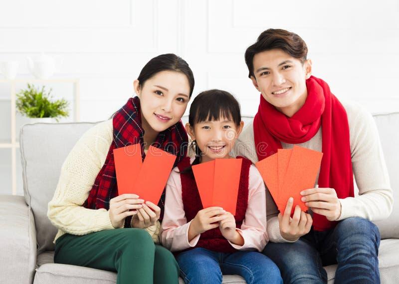 Ano novo chinês família asiática com gesto das felicitações fotografia de stock