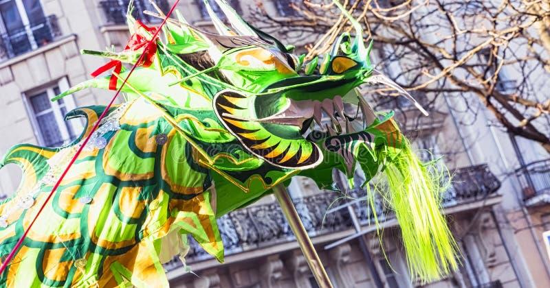 Ano novo chinês Paris 2019 França - dança do dragão foto de stock royalty free