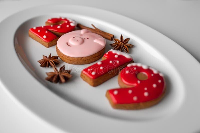 Ano novo das cookies 2019 do pão-de-espécie imagem de stock