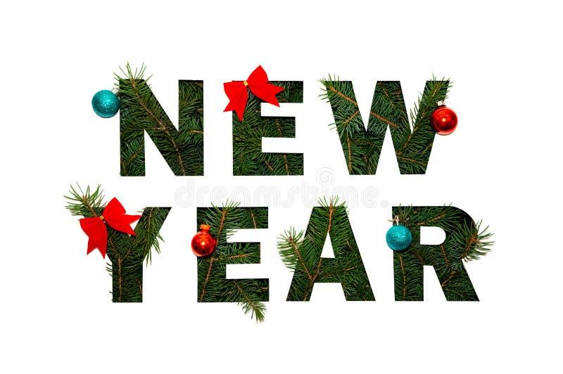 Ano novo das palavras com ramos verdes do abeto no fundo claro Conceito criativo da natureza Configuração mínima do plano foto de stock royalty free
