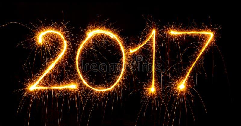 Ano novo feliz - 2017 com os chuveirinhos no preto imagens de stock royalty free