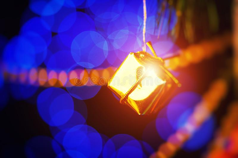Ano novo feliz 2018 Decora??o do Natal e do ano novo Fundo borrado sum?rio do feriado de Bokeh Fest?o piscar Natal fotos de stock royalty free