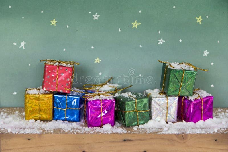 Ano novo feliz do Feliz Natal Caixa de presente colorida imagens de stock royalty free