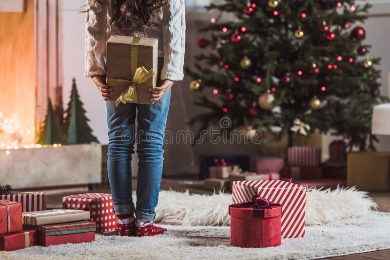 Ano novo feliz! Menina com presentes foto de stock