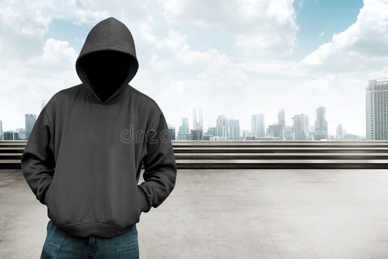 Anonieme mens in kap royalty-vrije stock afbeeldingen