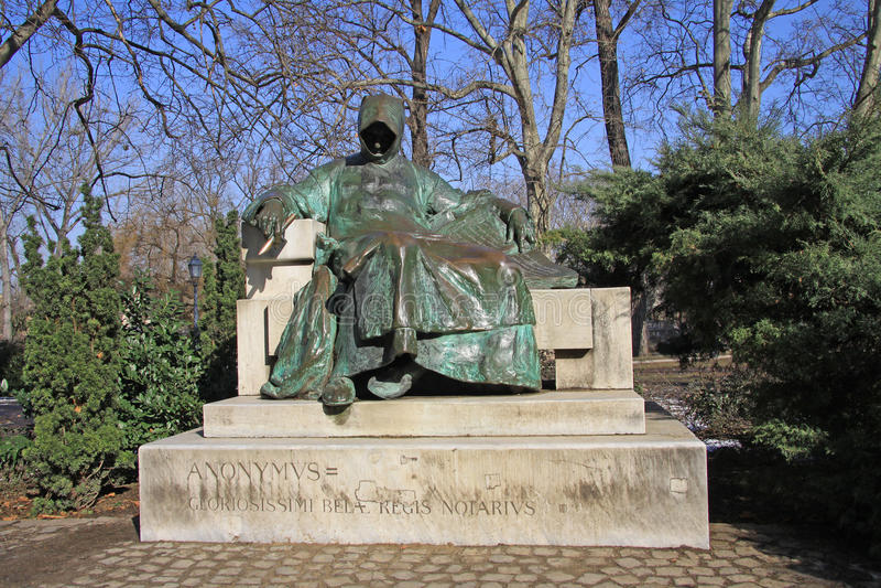 Anonymus雕象在布达佩斯的市公园 免版税库存图片