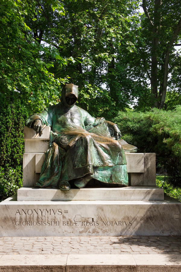 Anonymus-Statue im Stadt-Park in Budapest, Ungarn lizenzfreies stockbild